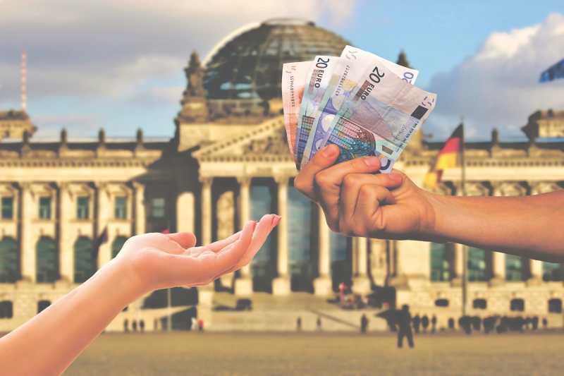 Geld vor dem Bundestag